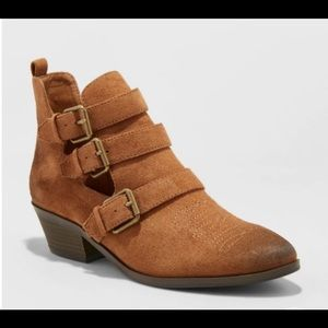 Universal Thread Kelsey Cutout Triple Buckle Boots